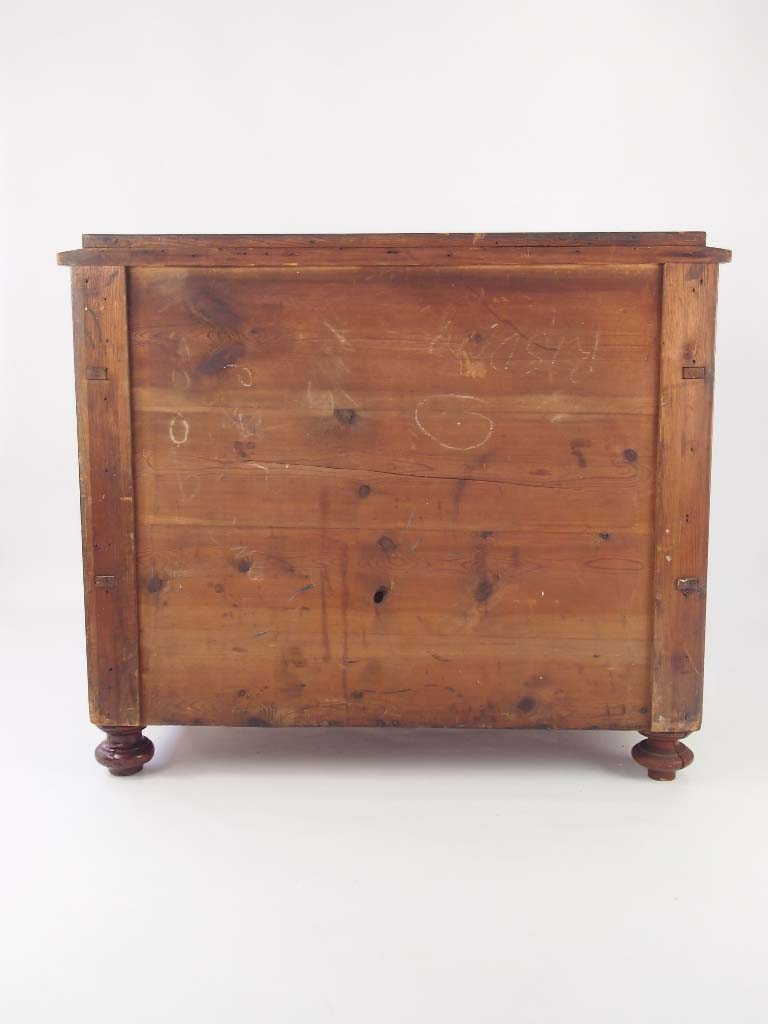 dating antique furniture drawers Product description a small vintage oak chest of drawers dating from circa 1920s-1930s it comprises 3 graduated drawers, with shaped bakelite/plastic art deco.