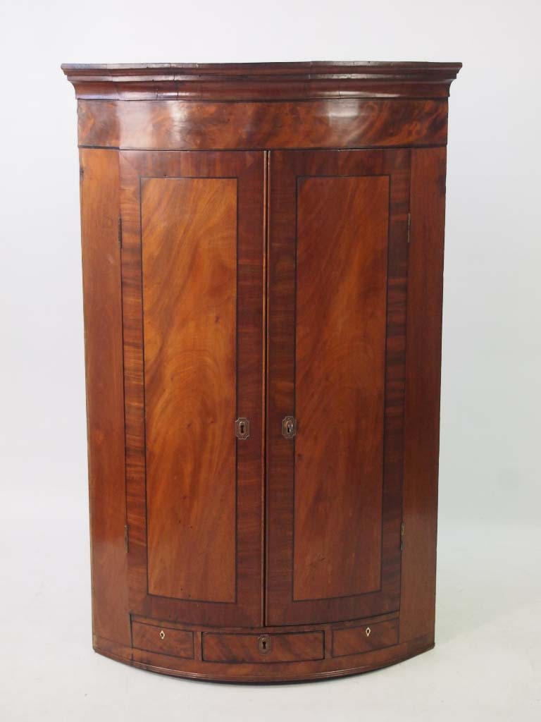 High Quality Georgian Bow Front Corner Cupboard