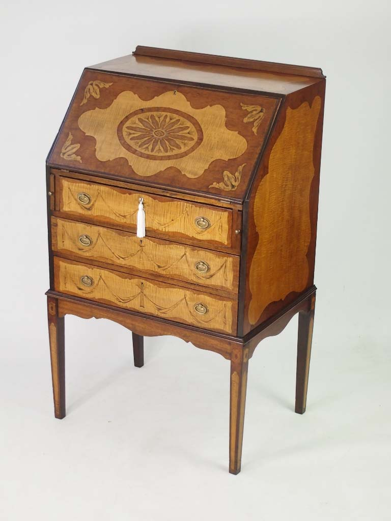 Small antique edwardian mahogany inlaid bureau for Bureau antique