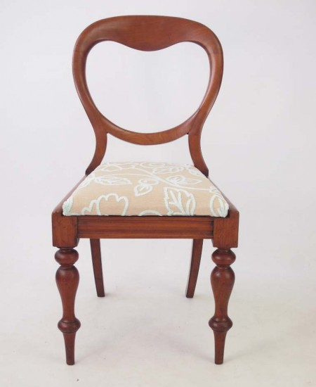 A charming antique Victorian chair in mahogany.